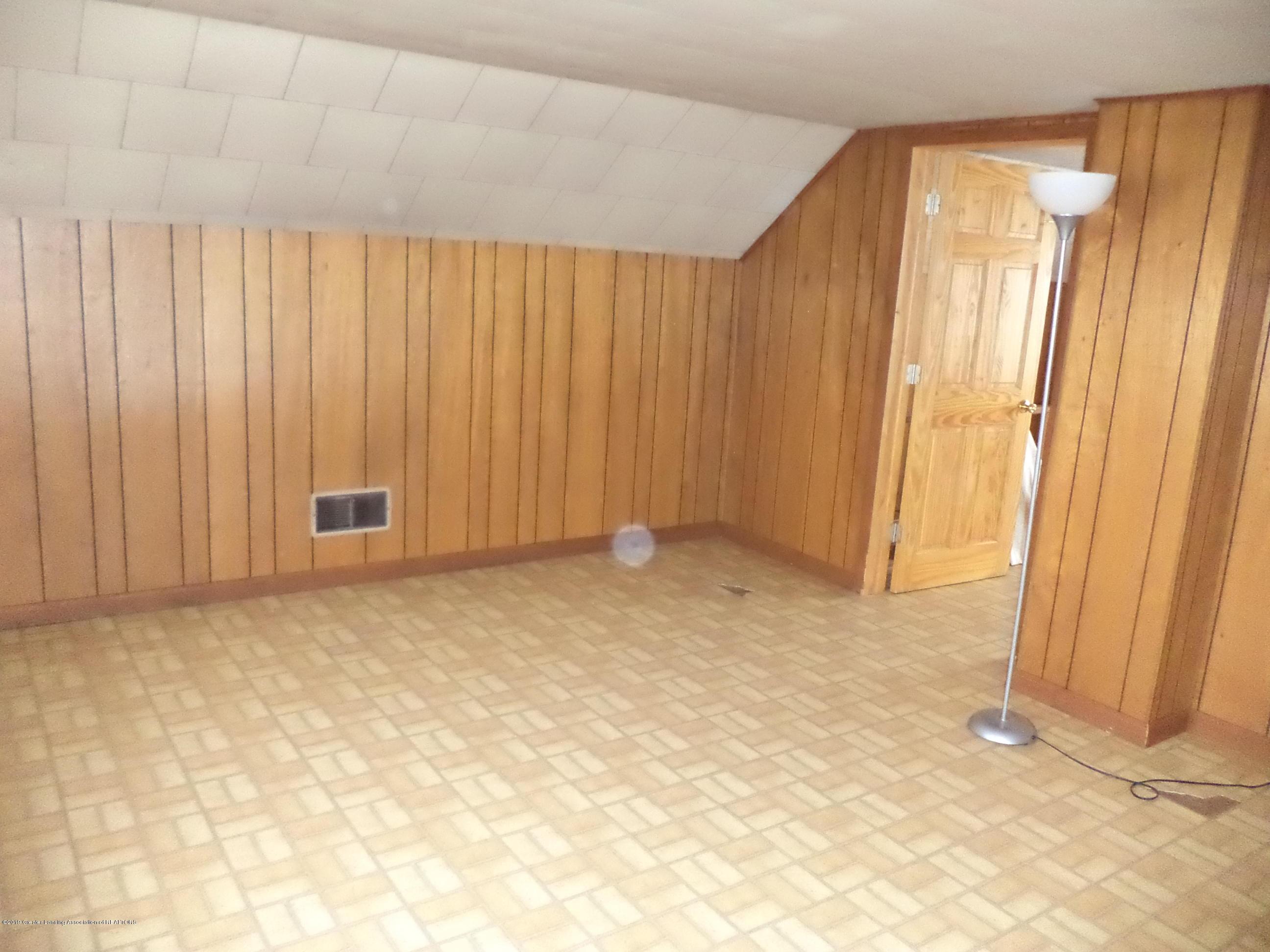 4861 E Parks Rd - 2nd floor bedroom - 17