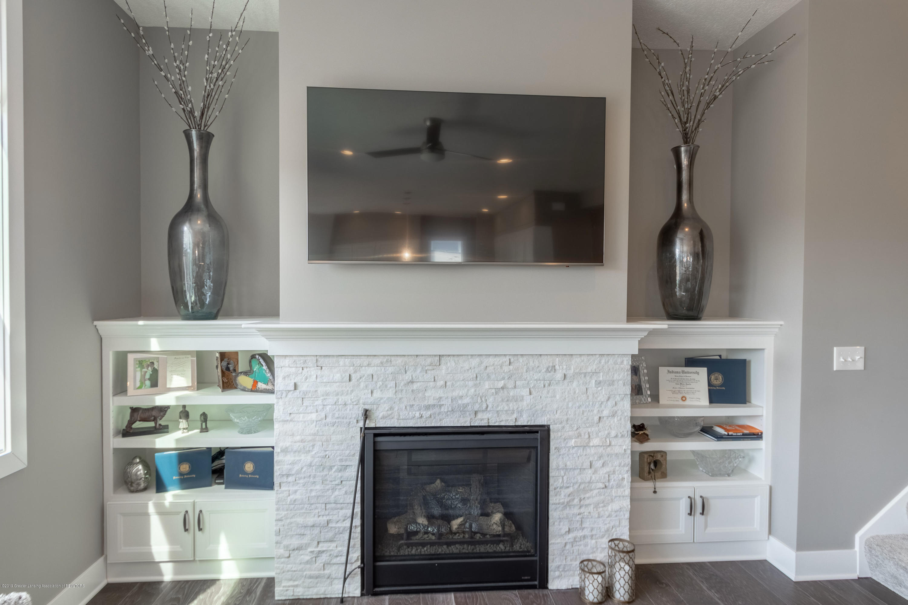 3808 Baulistrol Dr - Family Room Fireplace - 16