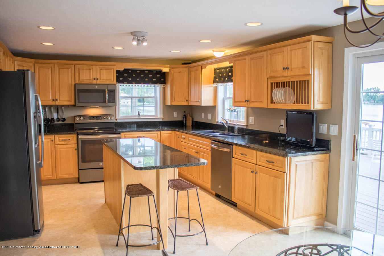 5910 Hickory Hill Dr - Kitchen - 11