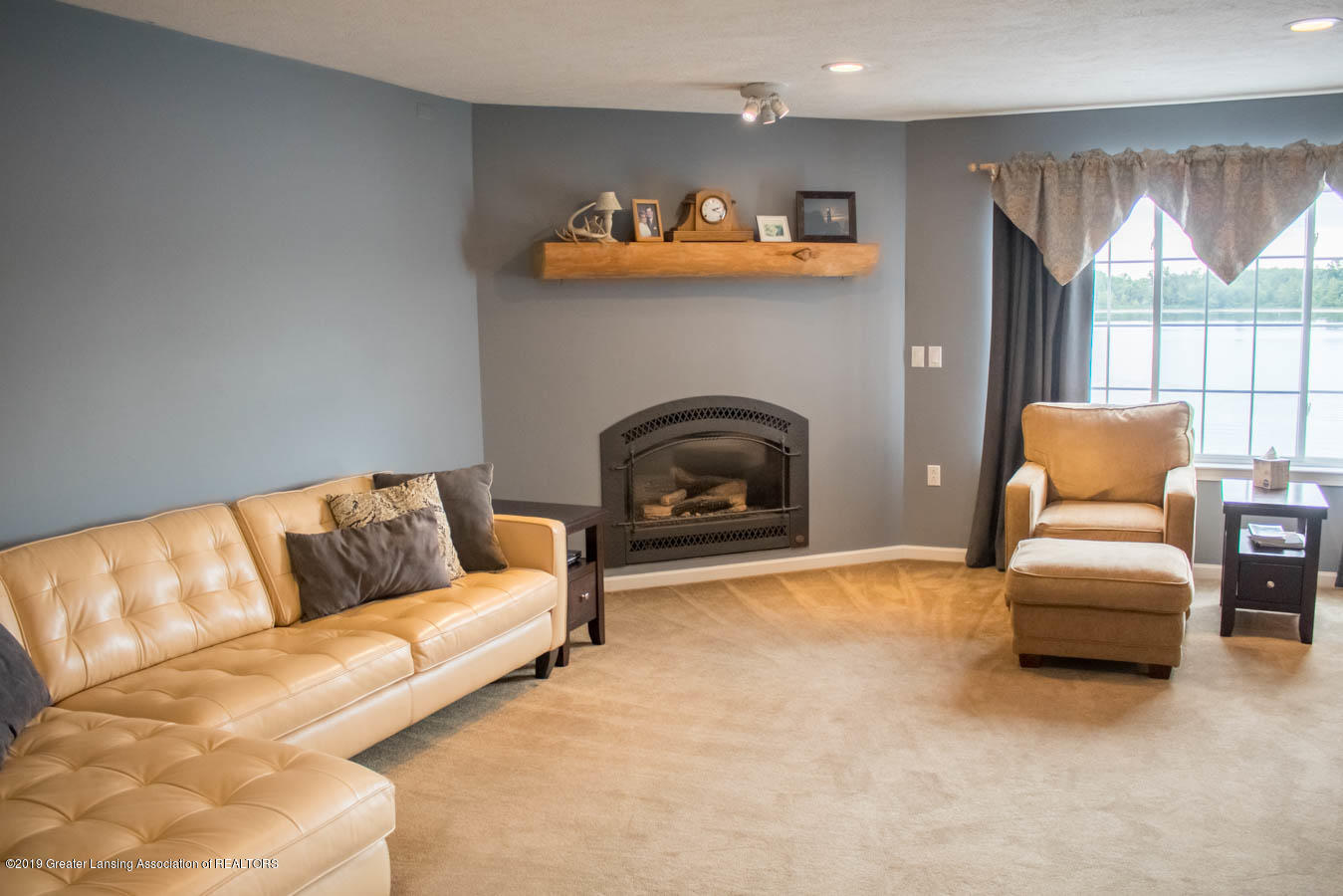5910 Hickory Hill Dr - Living Room - 37
