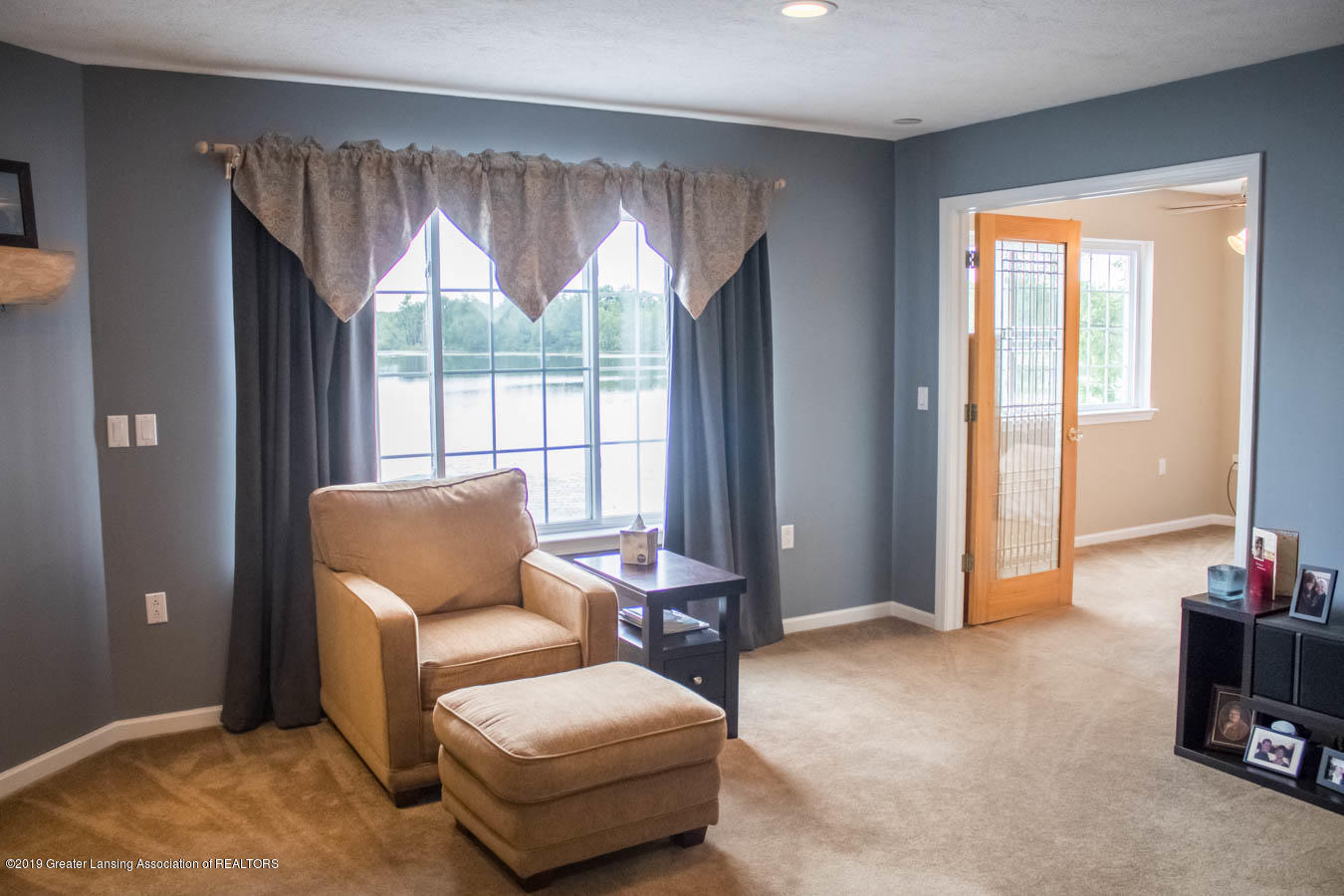 5910 Hickory Hill Dr - Living Room - 38