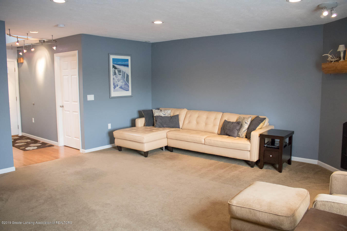 5910 Hickory Hill Dr - Living Room - 39