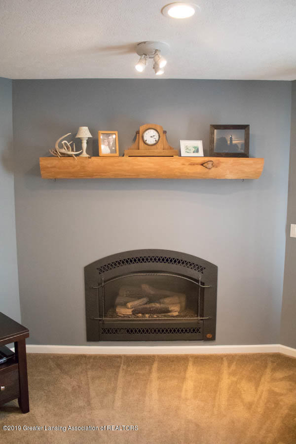 5910 Hickory Hill Dr - Living Room Gas Fireplace - 40