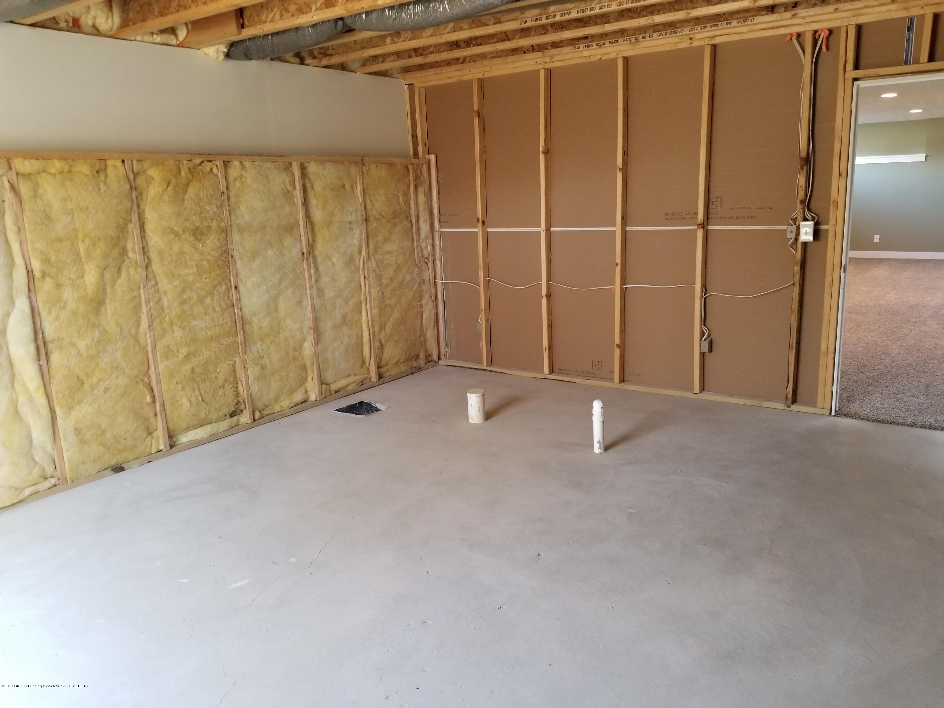 1490 Wellman Rd - Unfinished Lower level - 30