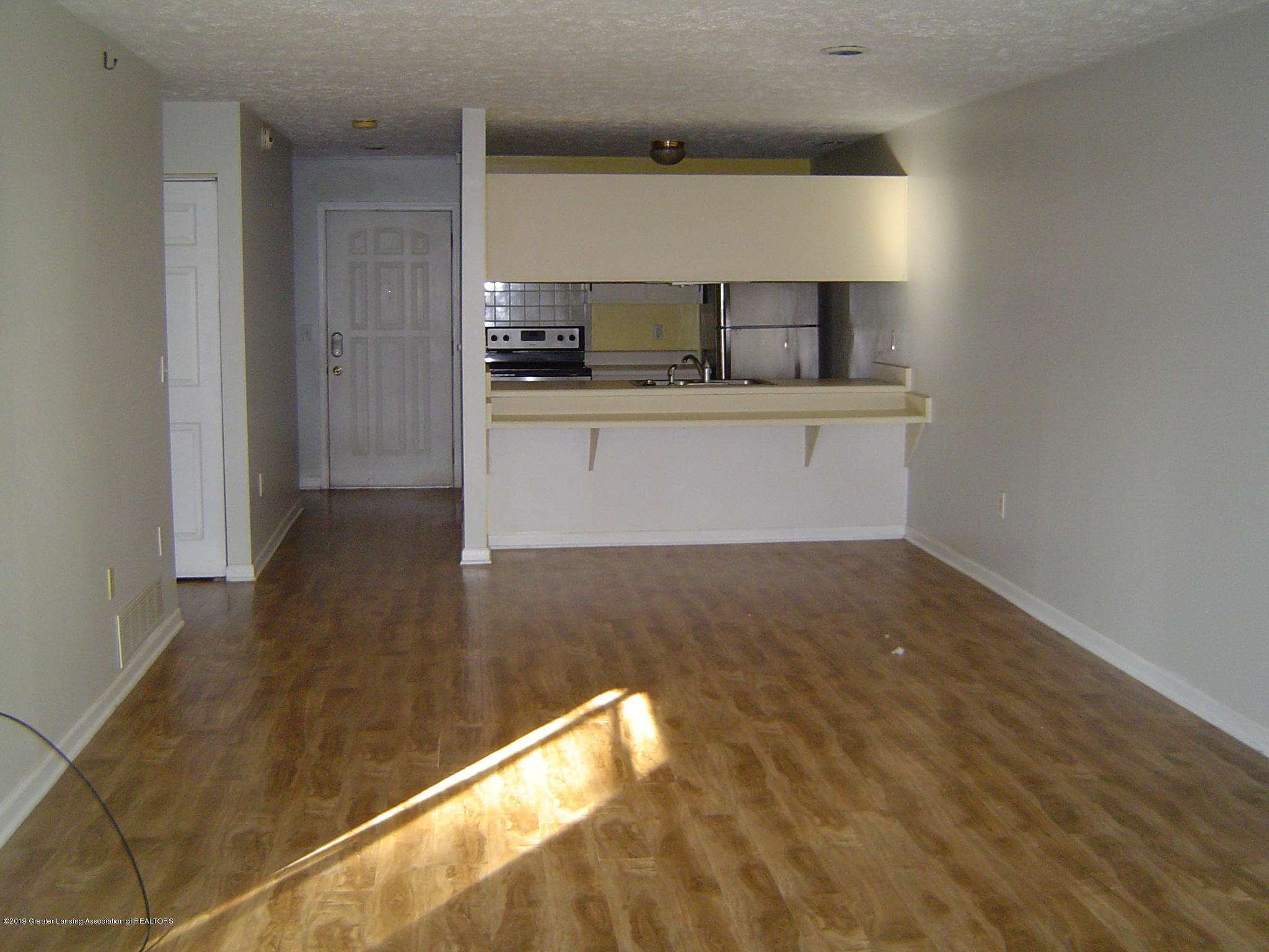 1563 West Pond Drive 11 - Kitchen - 2