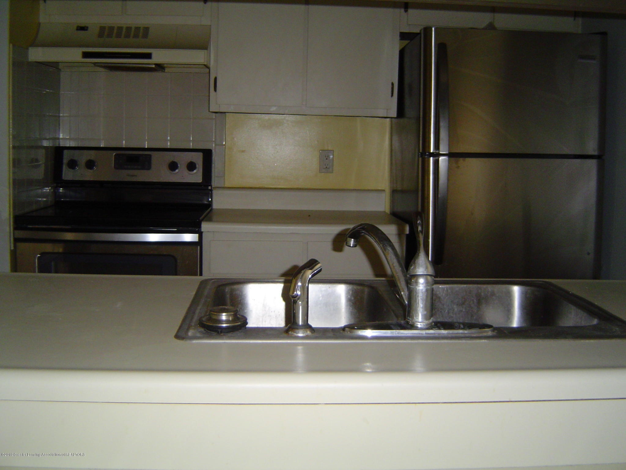 1563 West Pond Drive 11 - Kitchen - 4