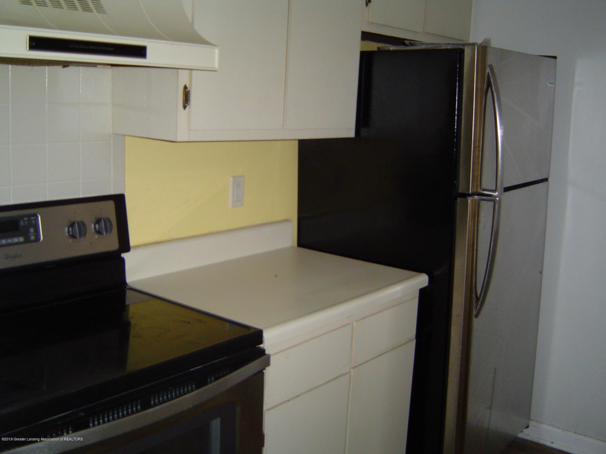 1563 West Pond Drive 11 - Kitchen - 5