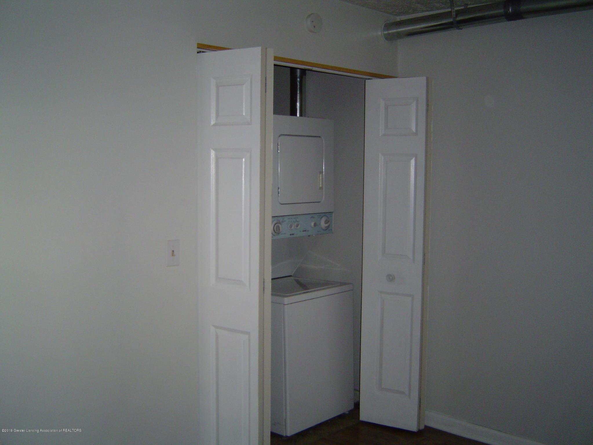 1563 West Pond Drive 11 - Laundry - 10