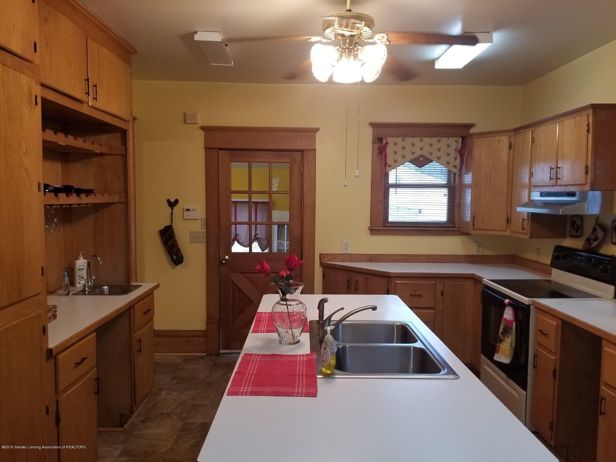 307 W Main St - Kitchen - 4