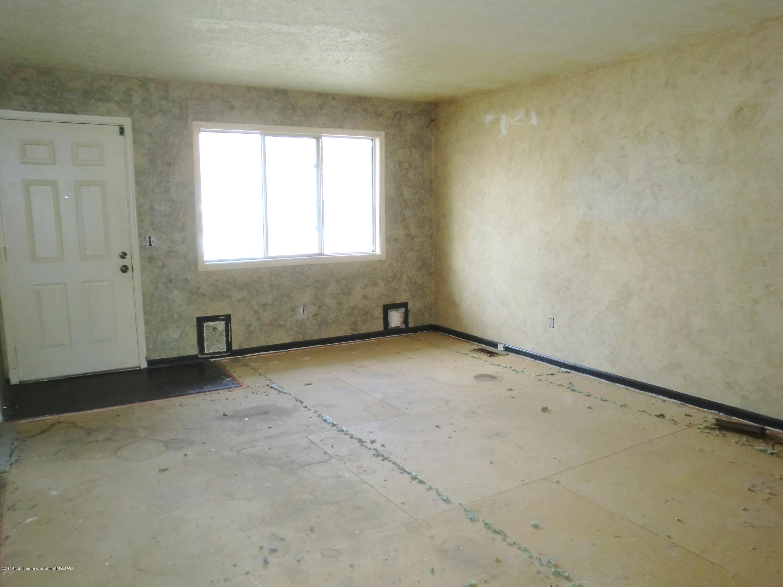 1301 W Barnes Ave - Living Room - 5