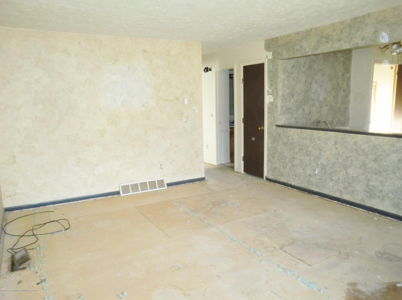 1301 W Barnes Ave - Living Room - 6