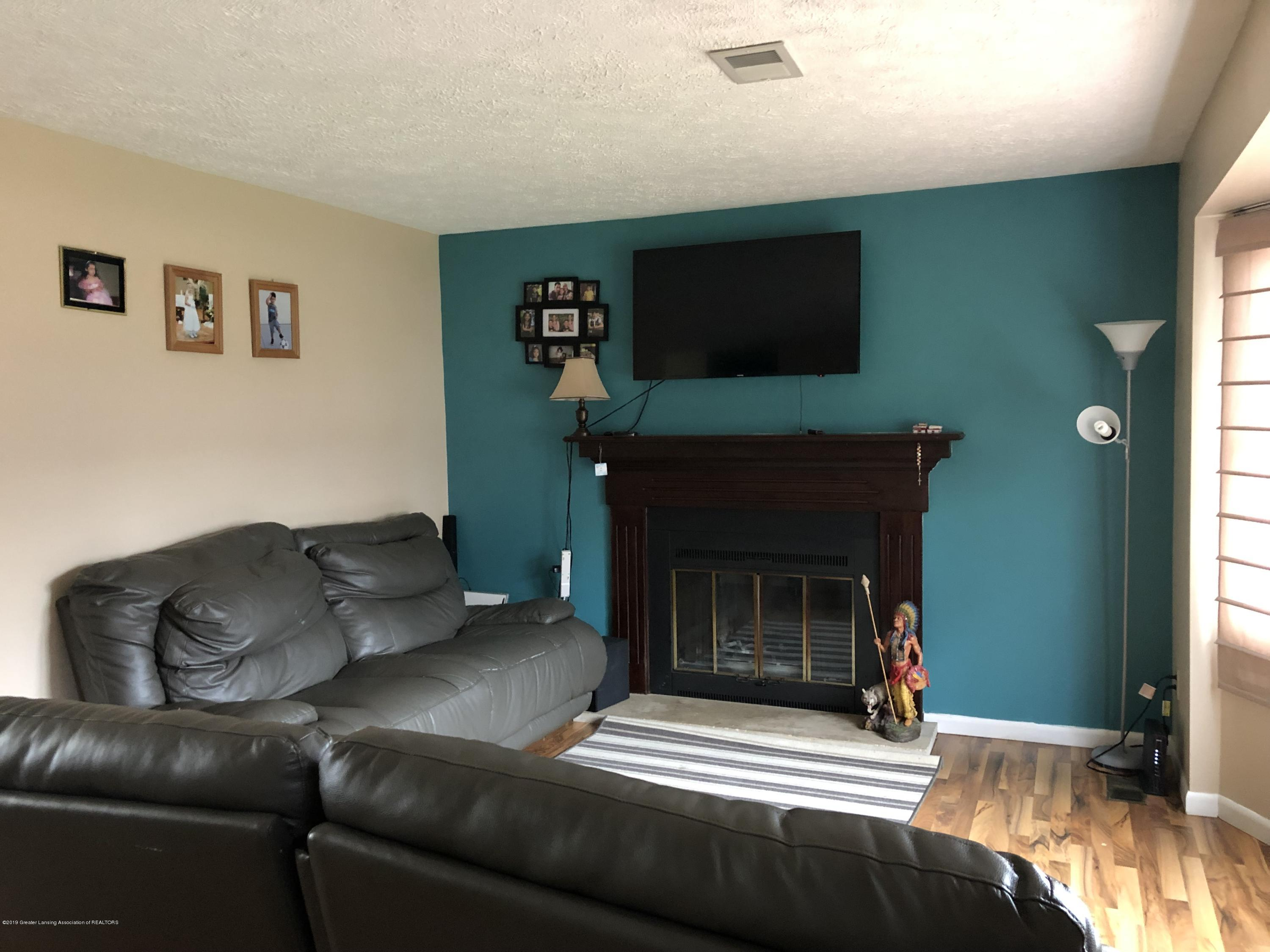5741 Annapolis Dr - Living room - 2
