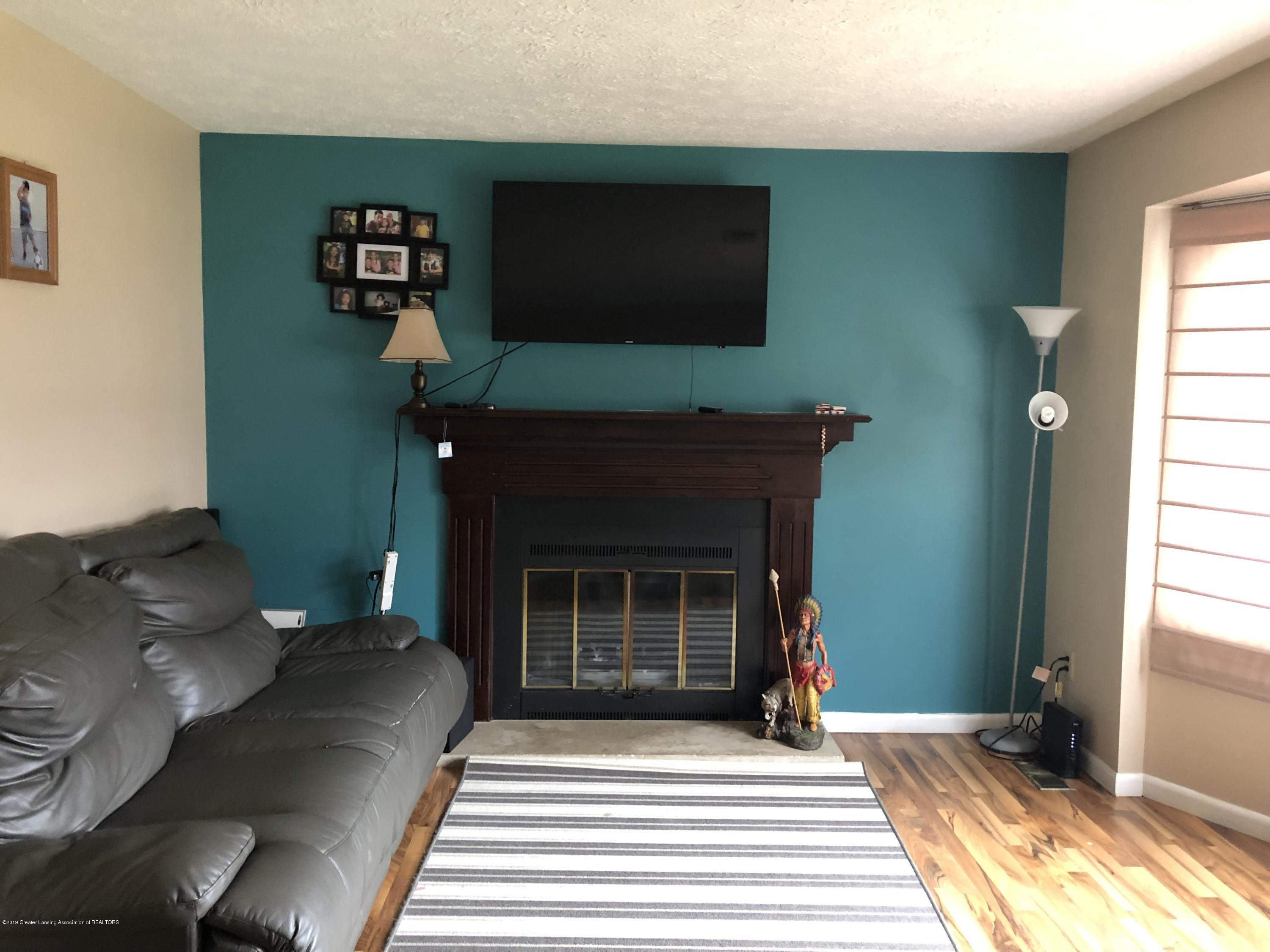 5741 Annapolis Dr - Living room - 3