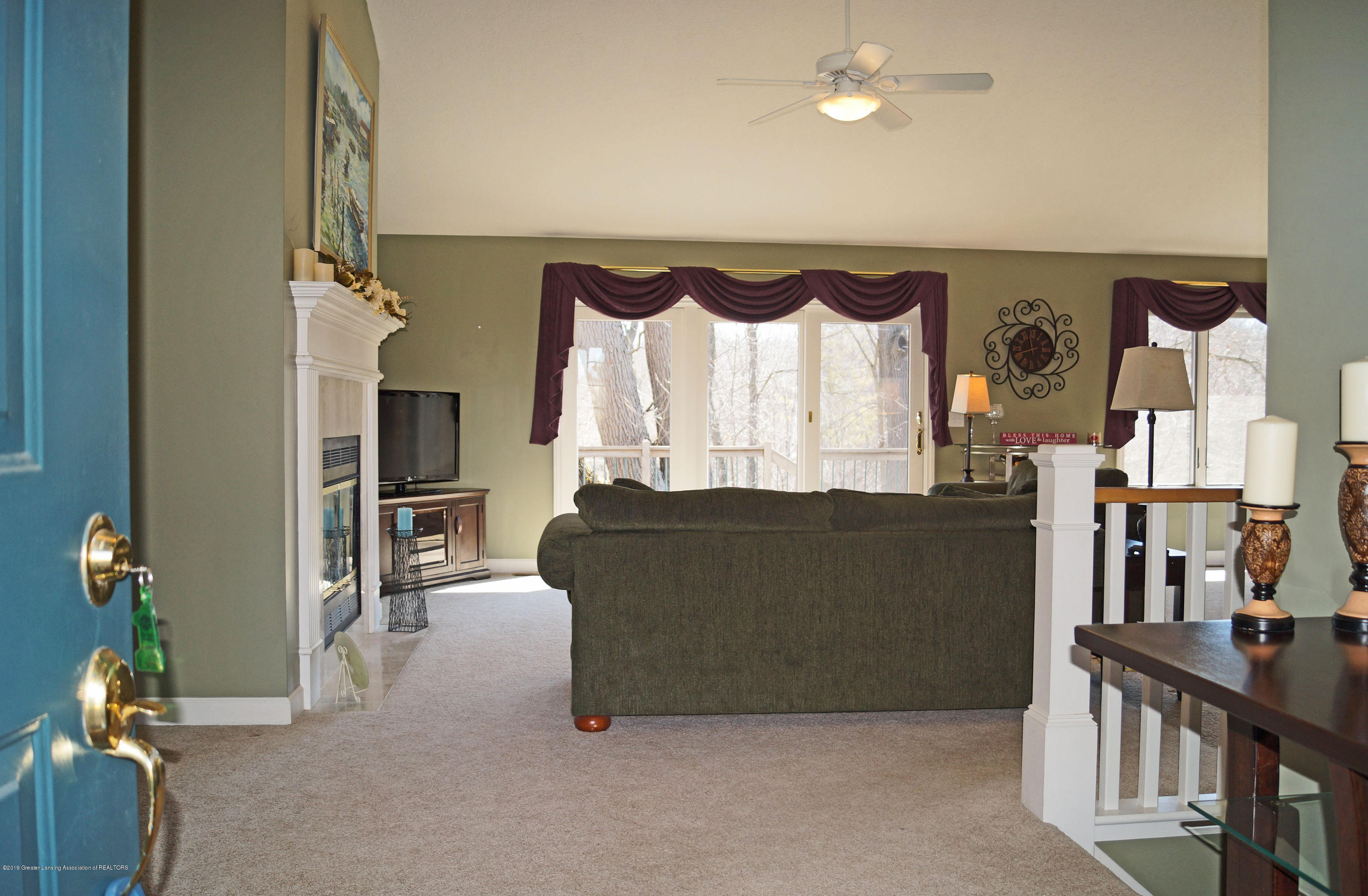 13217 Watercrest Dr - Great Room - 5