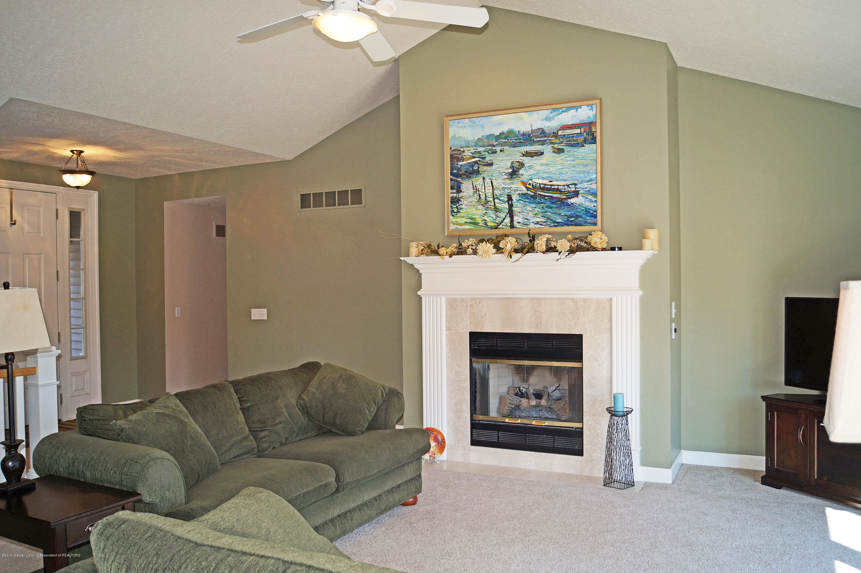 13217 Watercrest Dr - Great Room - 16