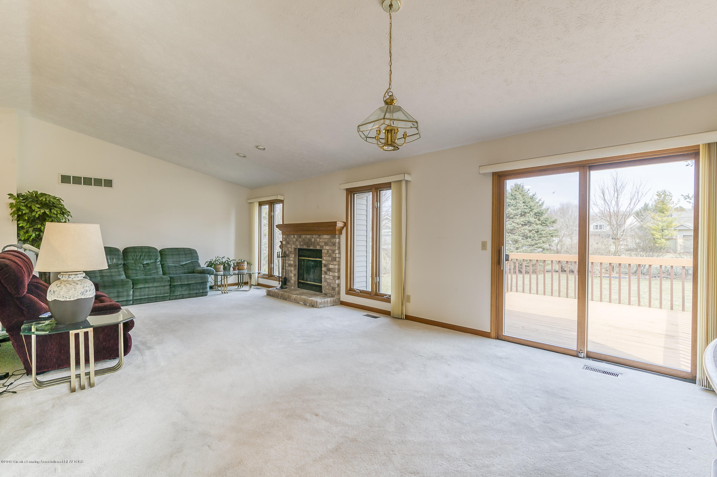 1700 Killarney Dr - Living Room - 5
