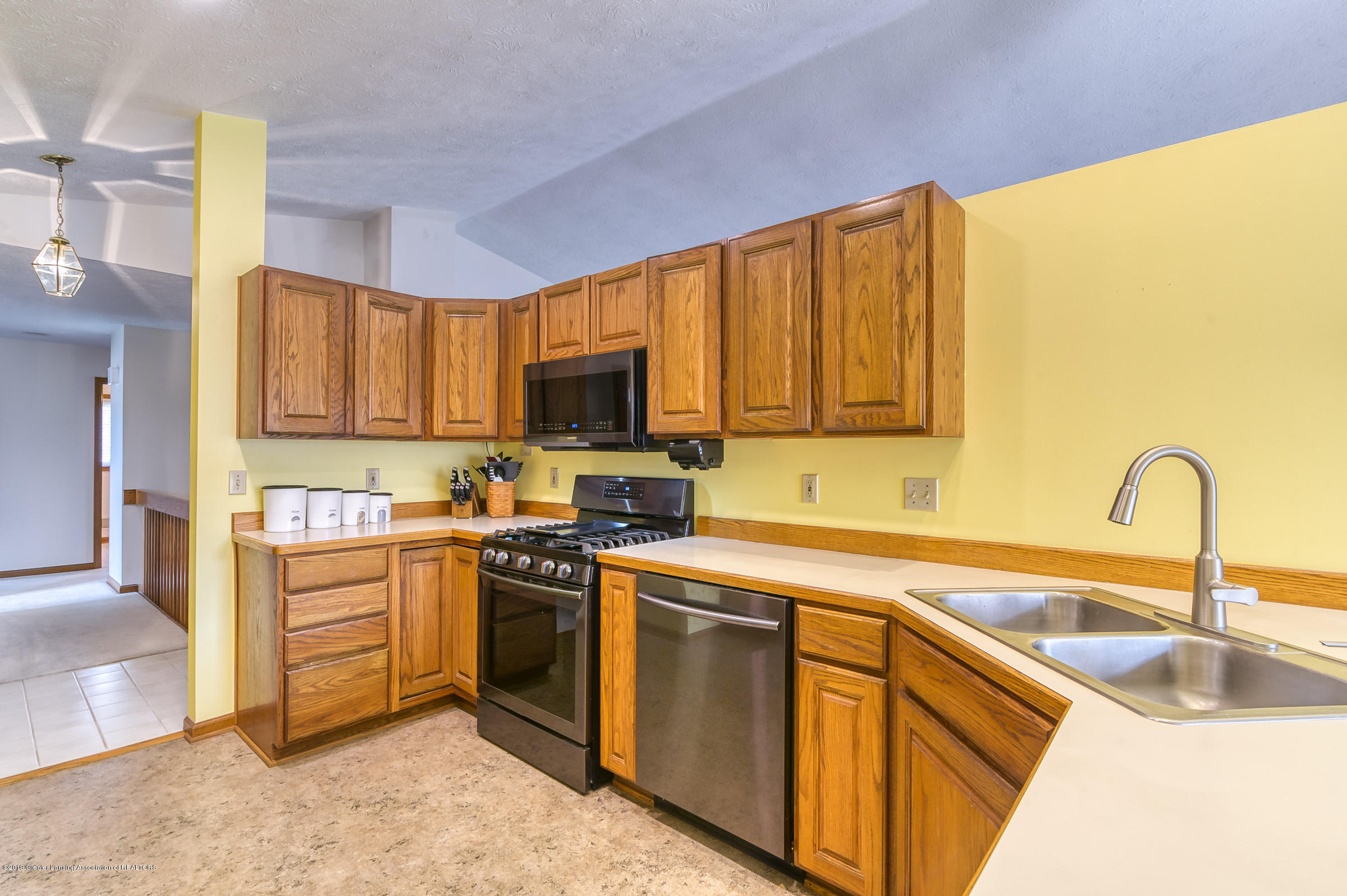 1700 Killarney Dr - Kitchen - 7