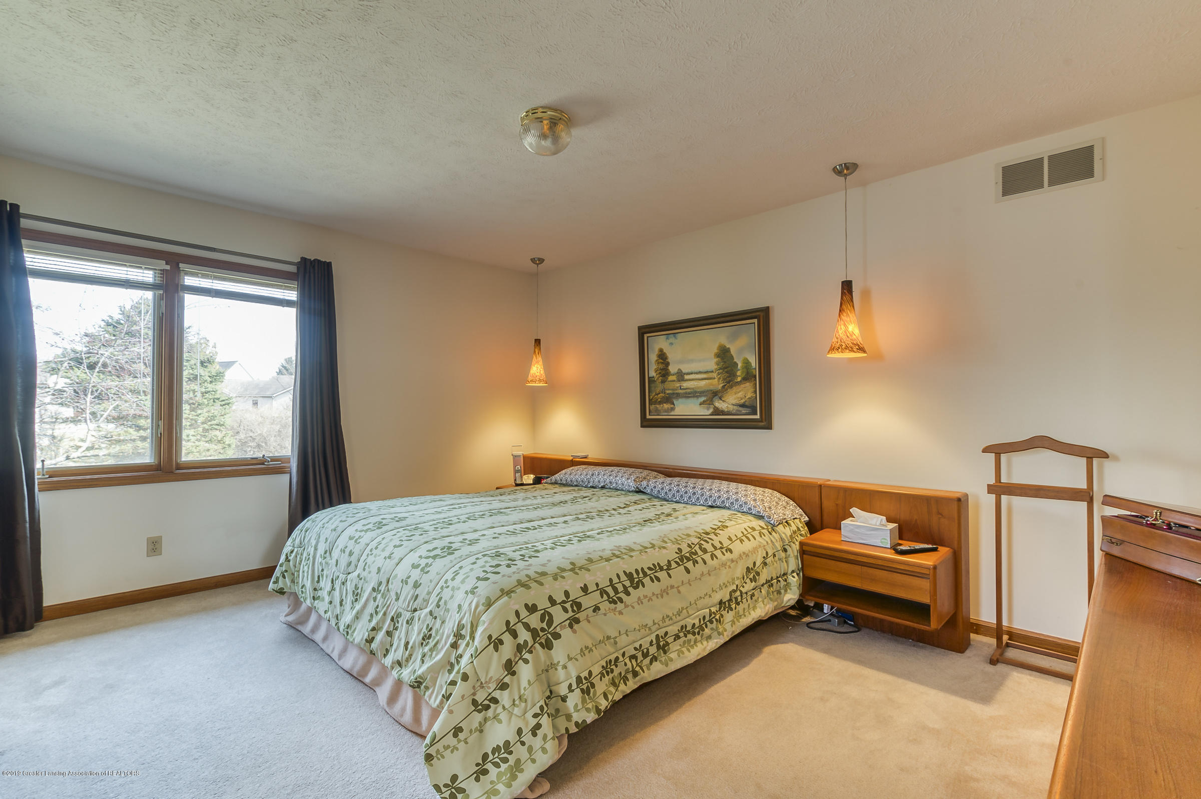 1700 Killarney Dr - Master Bedroom - 11