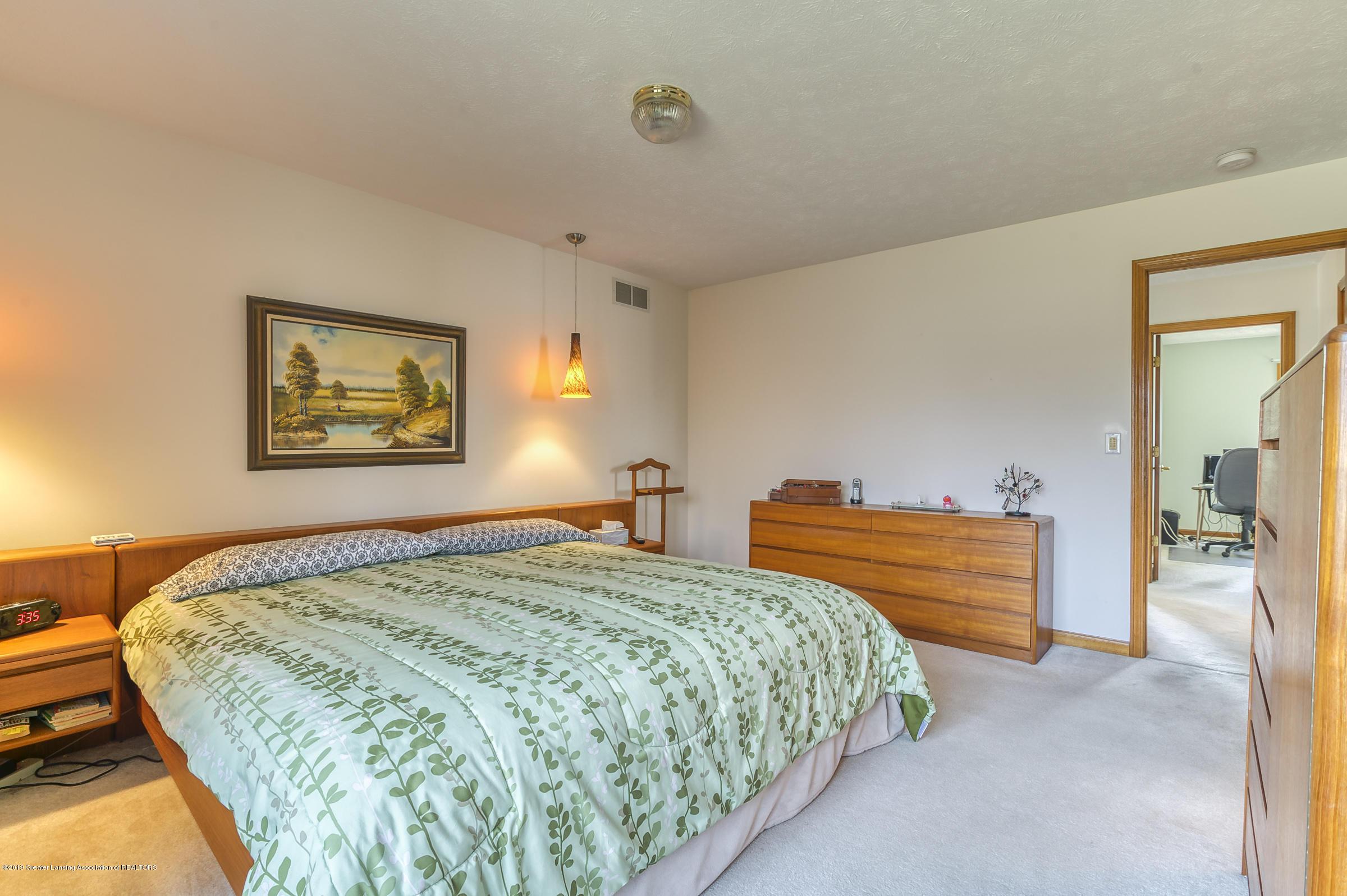 1700 Killarney Dr - Master Bedroom - 12