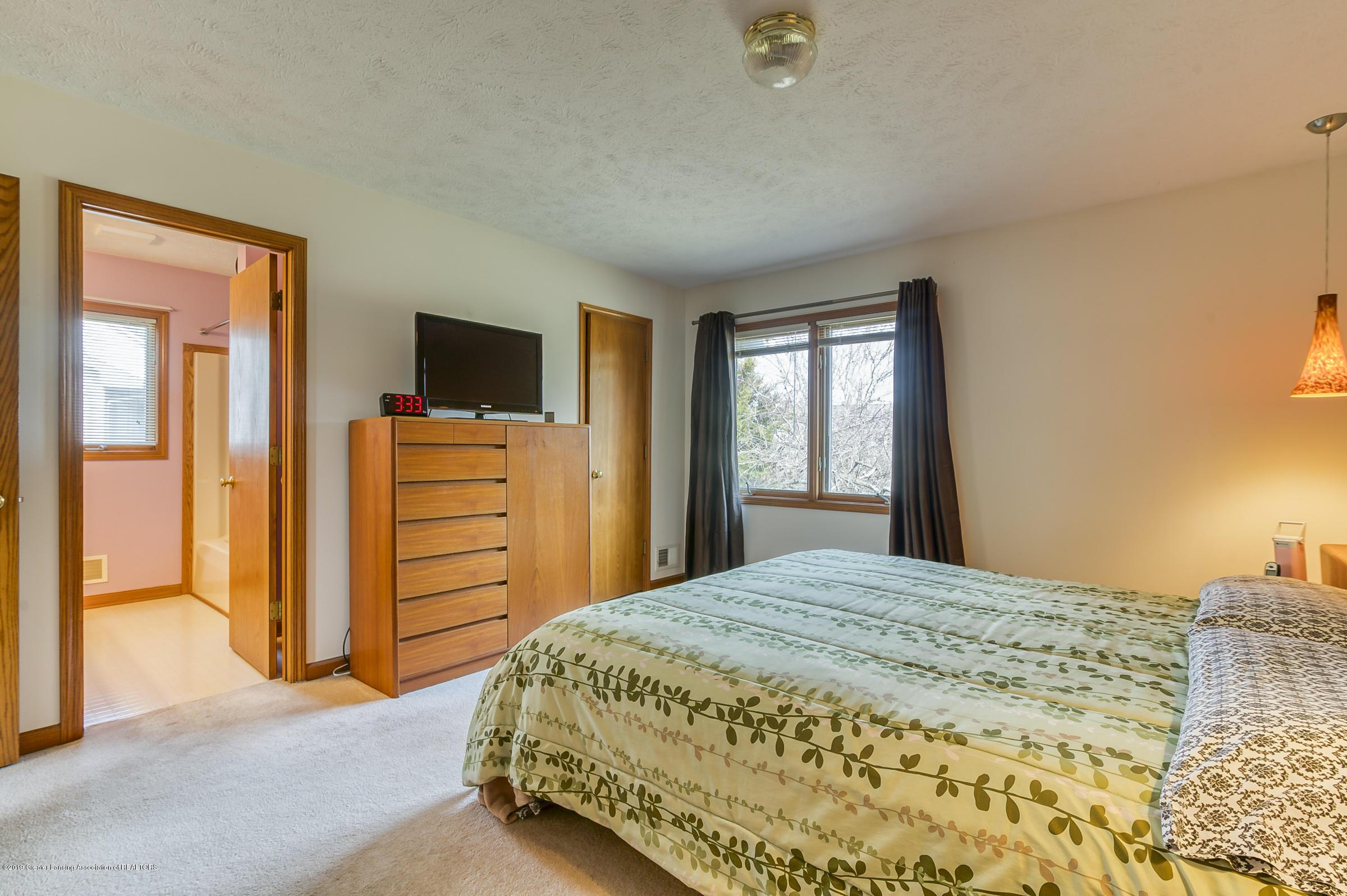1700 Killarney Dr - Master Bedroom - 14