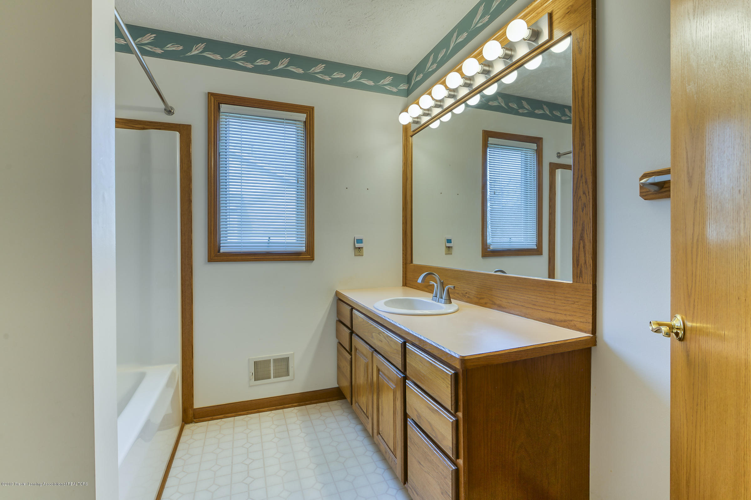 1700 Killarney Dr - Master Bath - 13