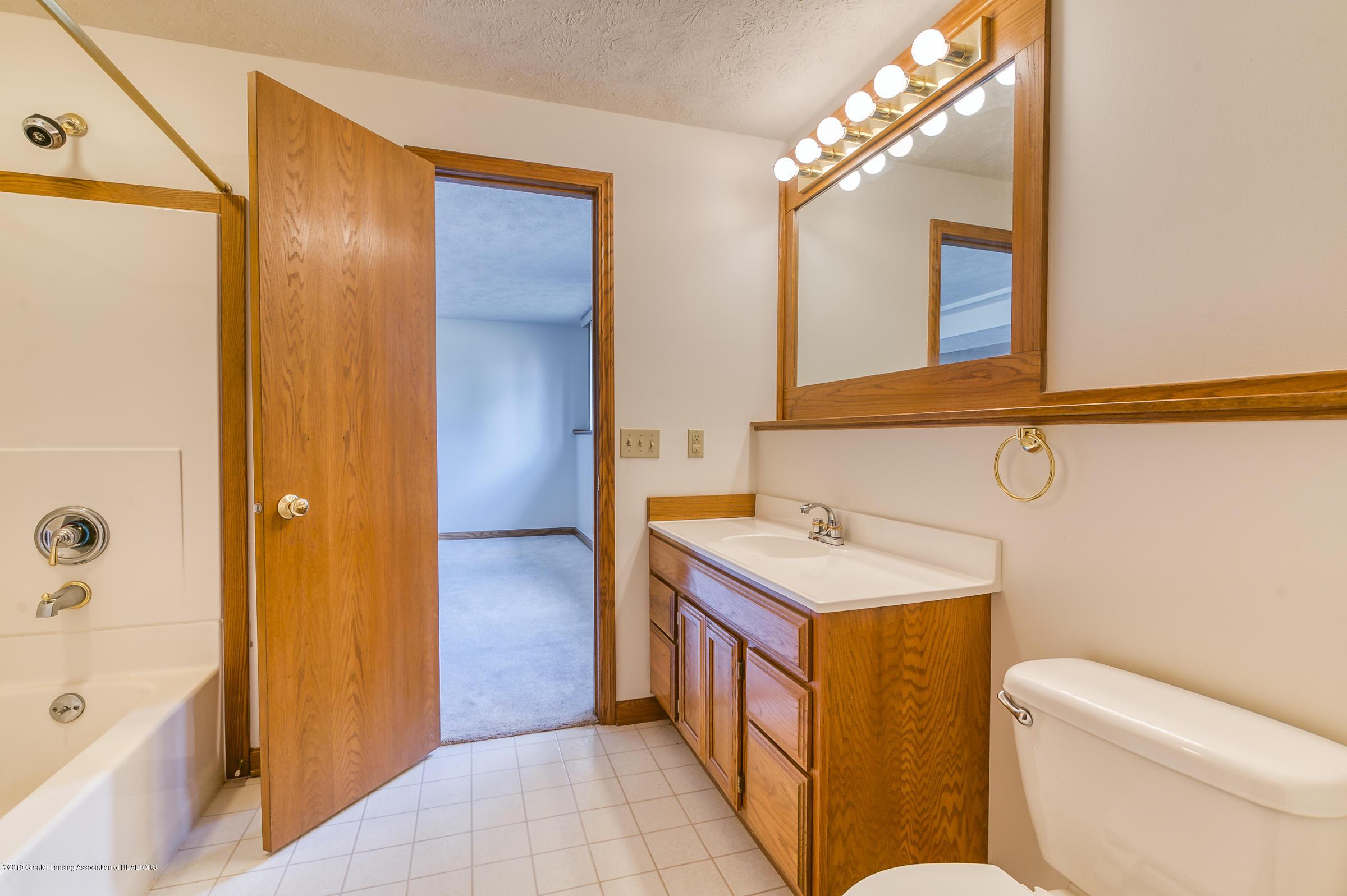 1700 Killarney Dr - LL Bathroom - 26