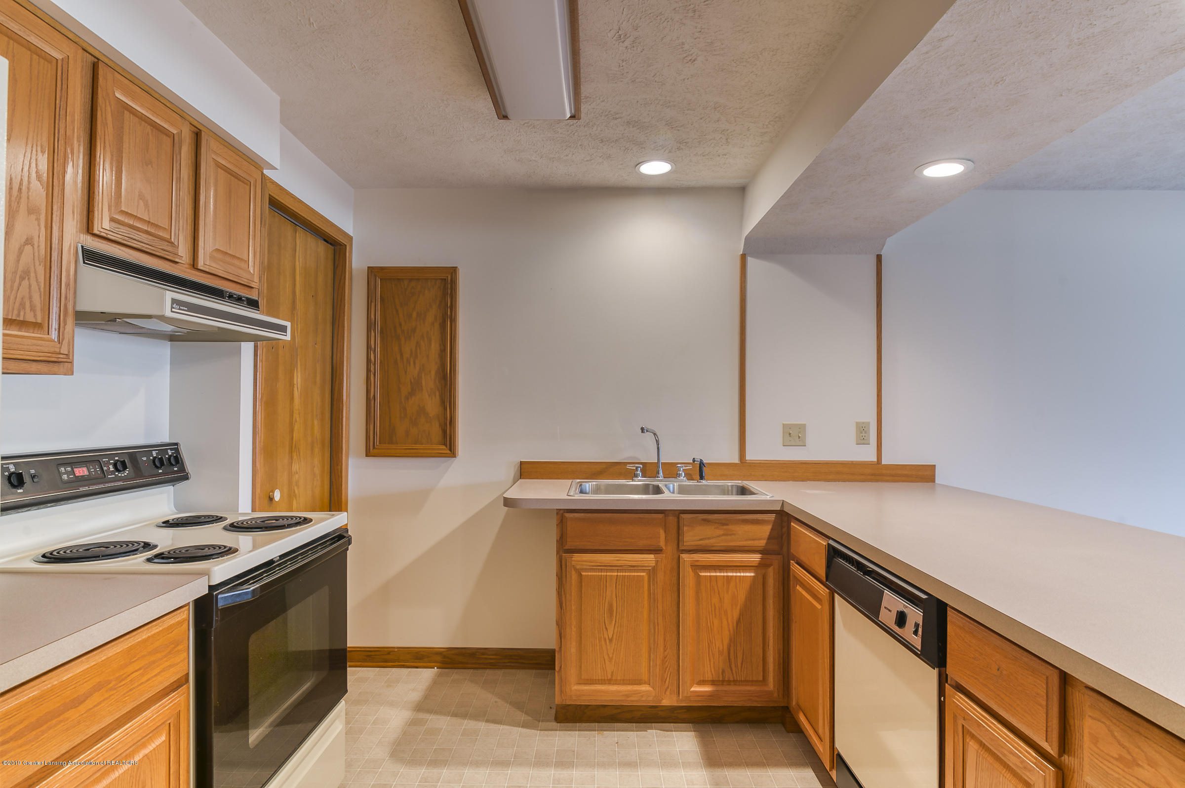 1700 Killarney Dr - LL Kitchen - 22
