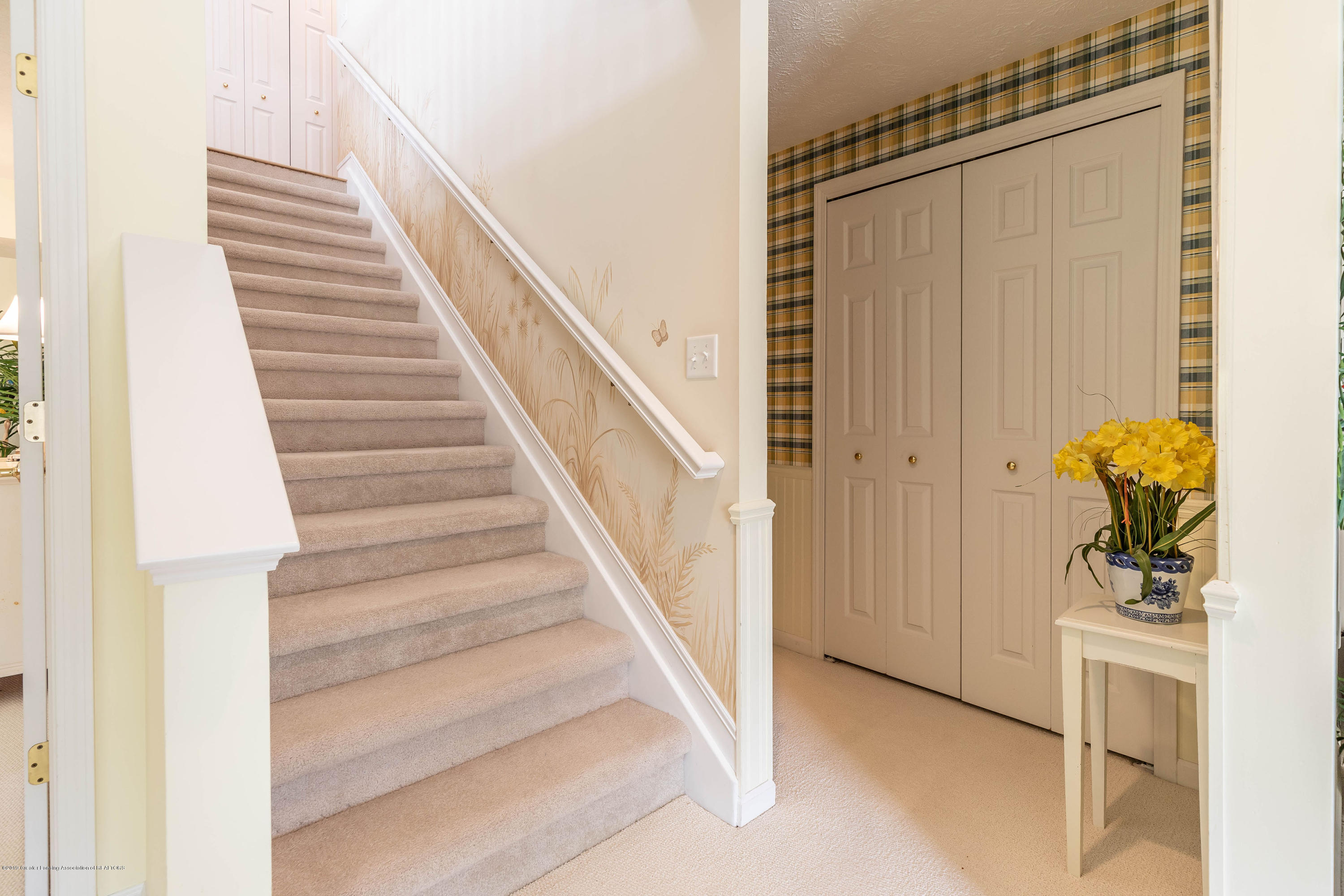 15053 Classic Dr - MLS stairway - 18