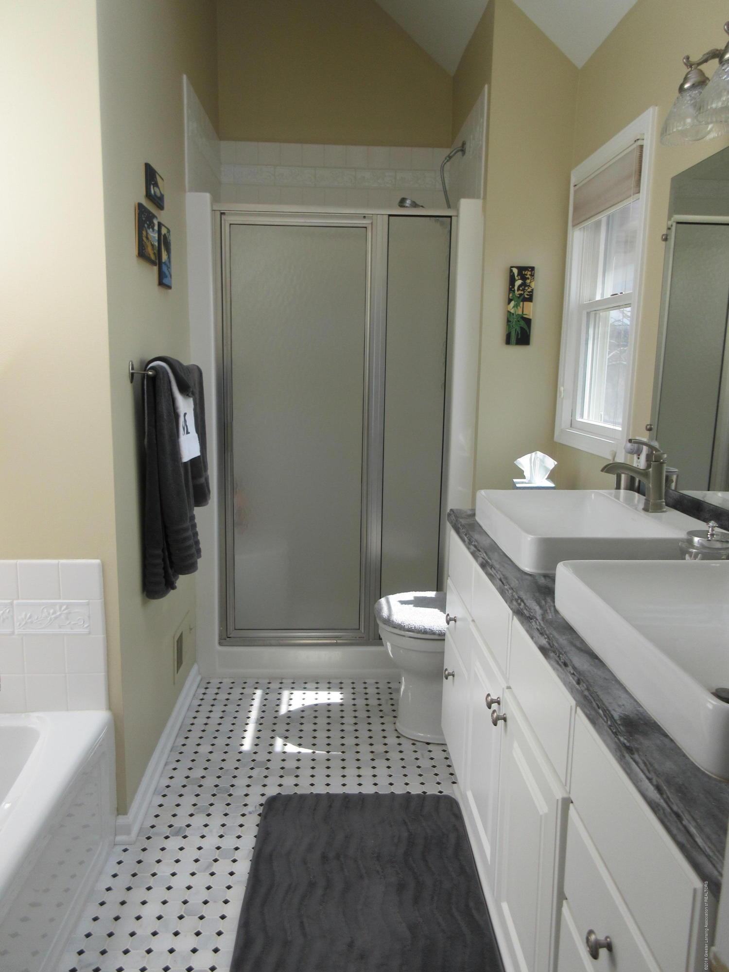 2080 Haslett Rd - master bath - 15