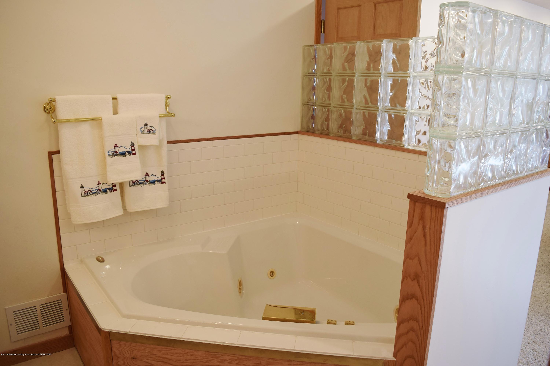 2817 N Gunnell Rd - Master Bath - 9