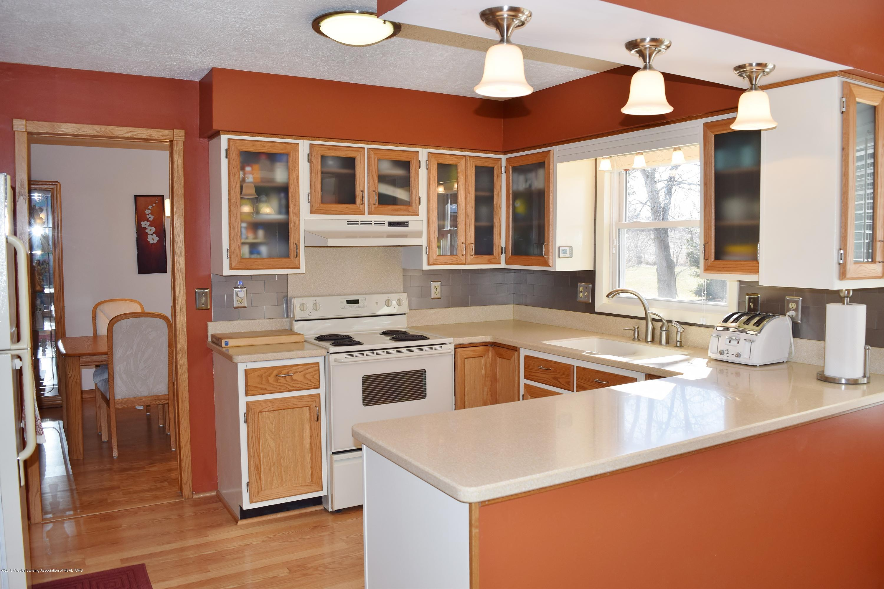 2817 N Gunnell Rd - Kitchen - 16