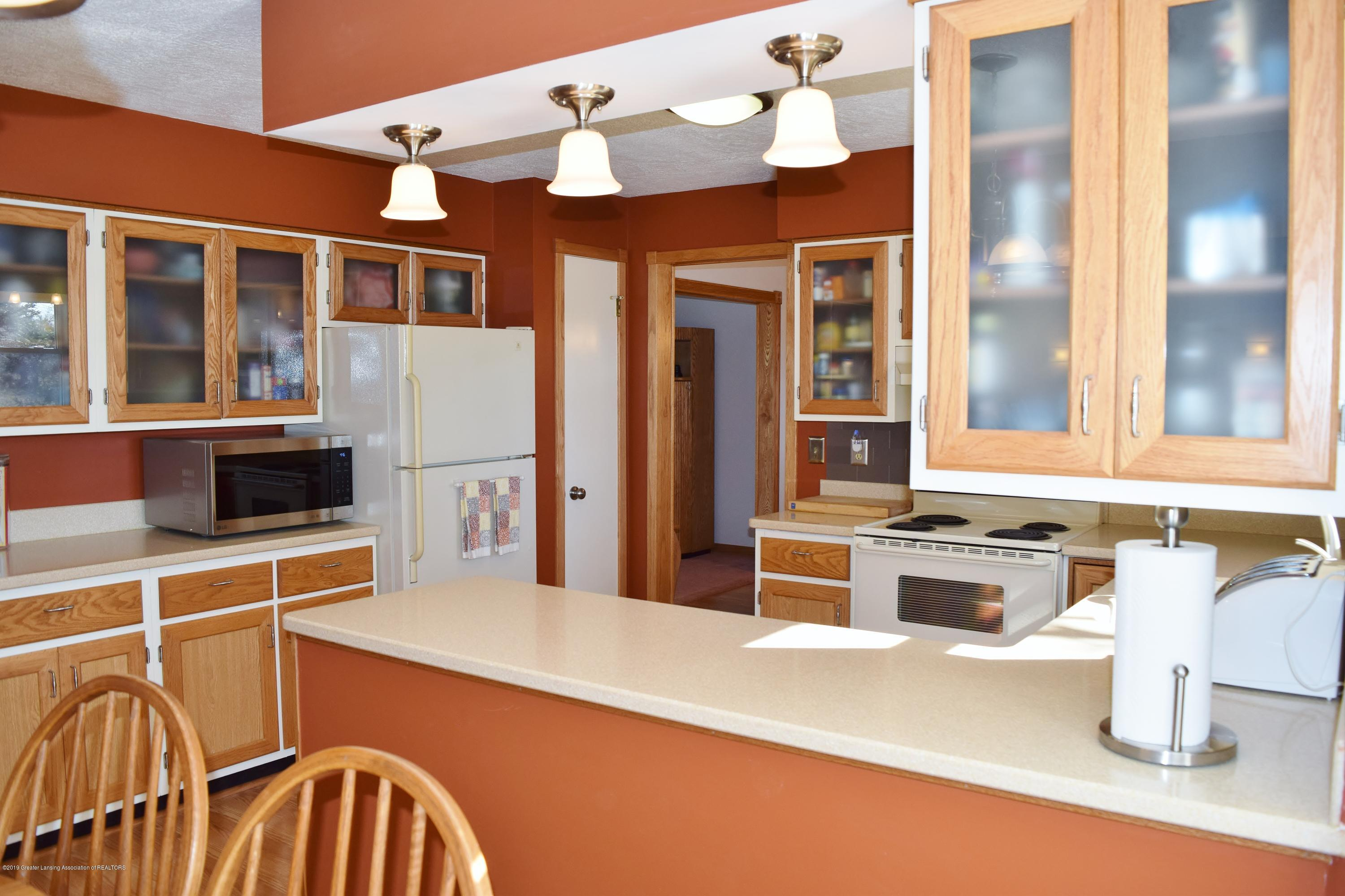 2817 N Gunnell Rd - Kitchen - 17