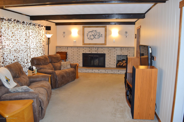 2817 N Gunnell Rd - Family room - 23