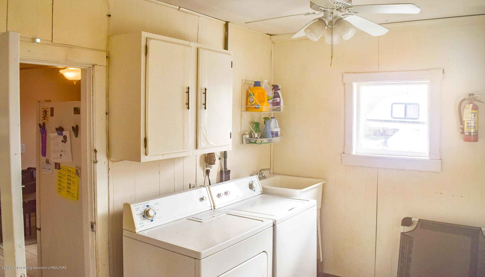 711 N Putnam St - Laundry Room - 14