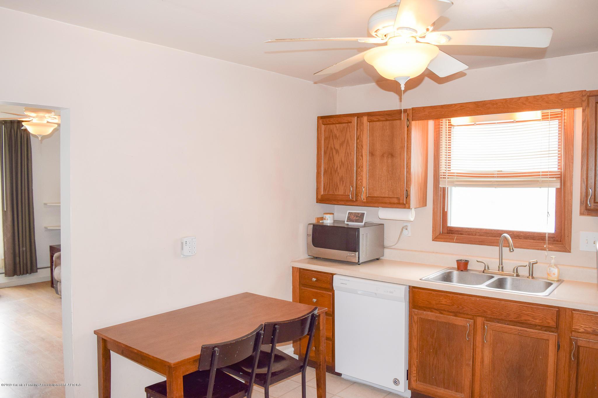 711 N Putnam St - Kitchen - 8