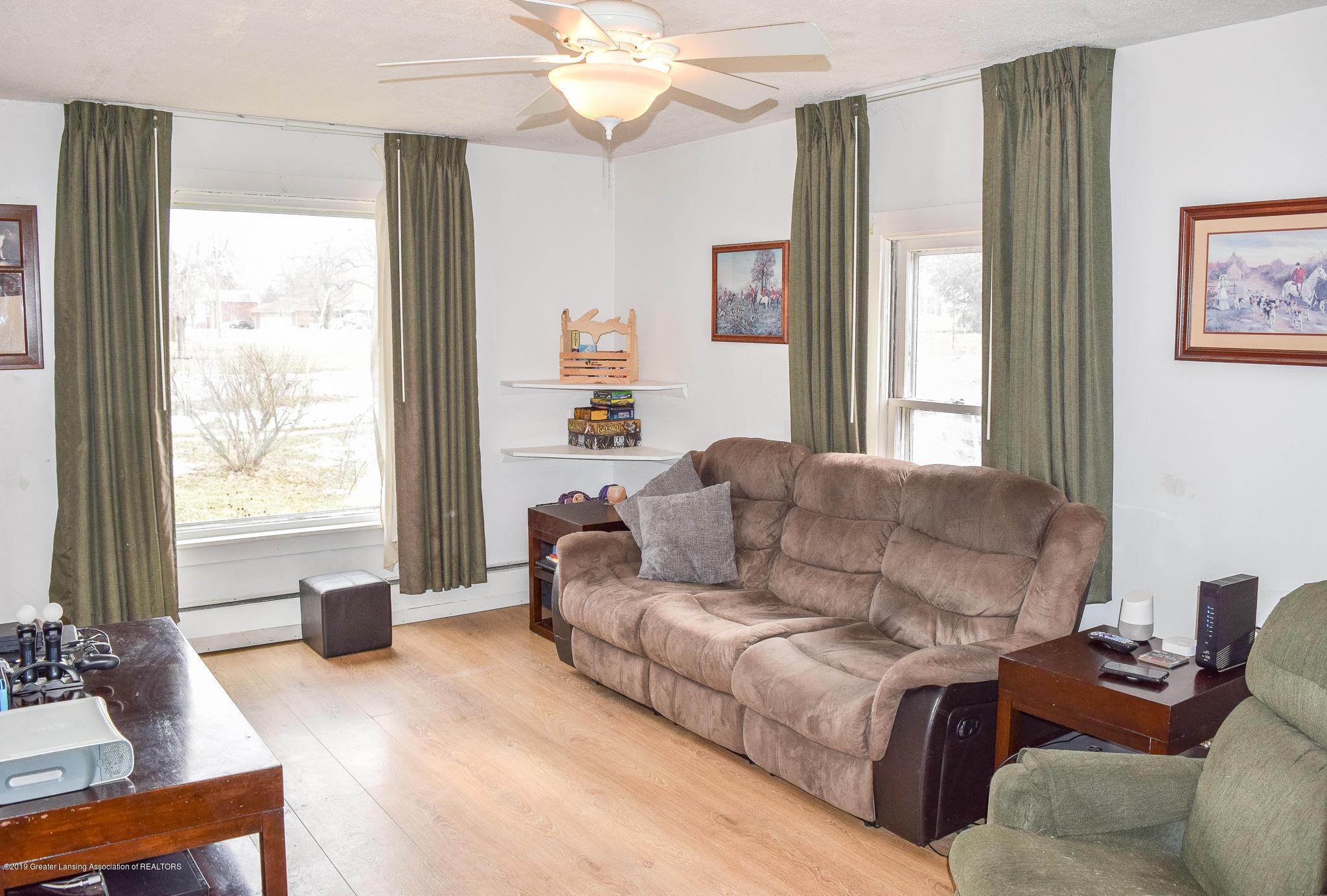 711 N Putnam St - Living Room - 5