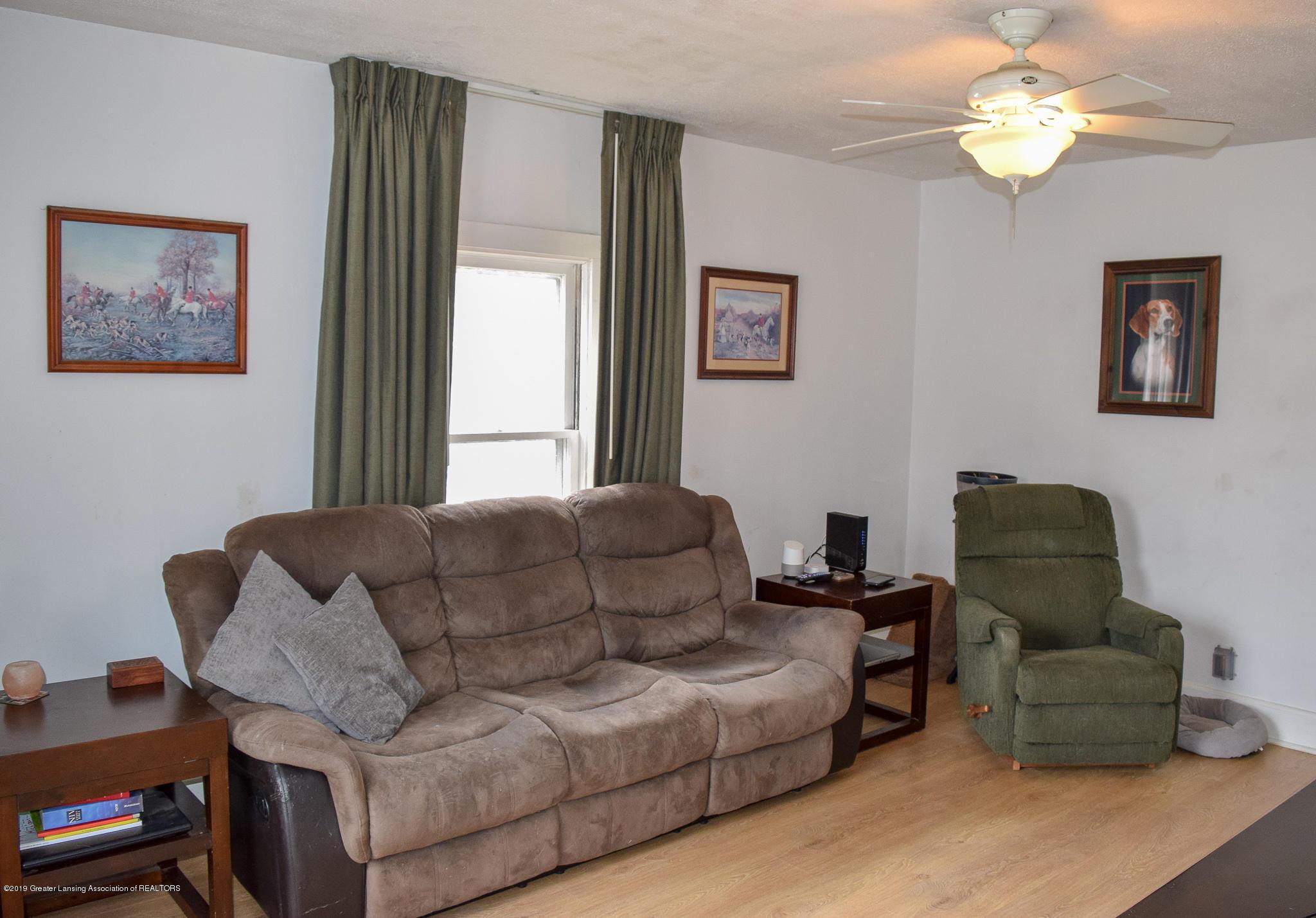 711 N Putnam St - Living Room - 6