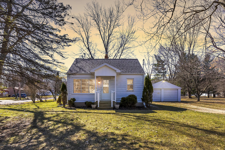 2609 Midwood St - 2609-Midwood-St-Lansing-MI-48911-windows - 1