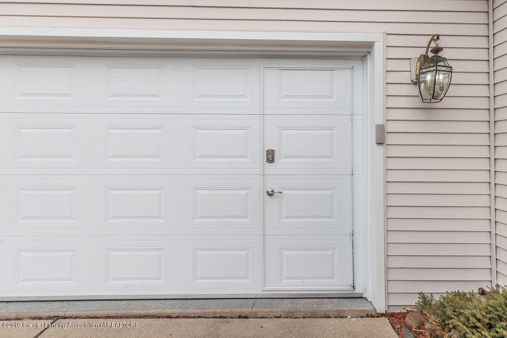 3300 Hollow Spring Dr - new garage doors. very nice!! - 13