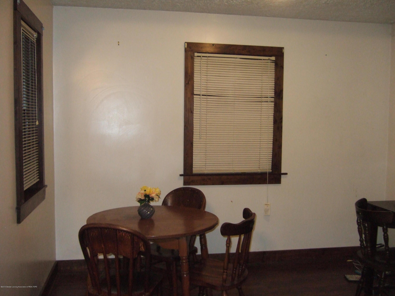 423 W Hillsdale St - Sitting Area - 4