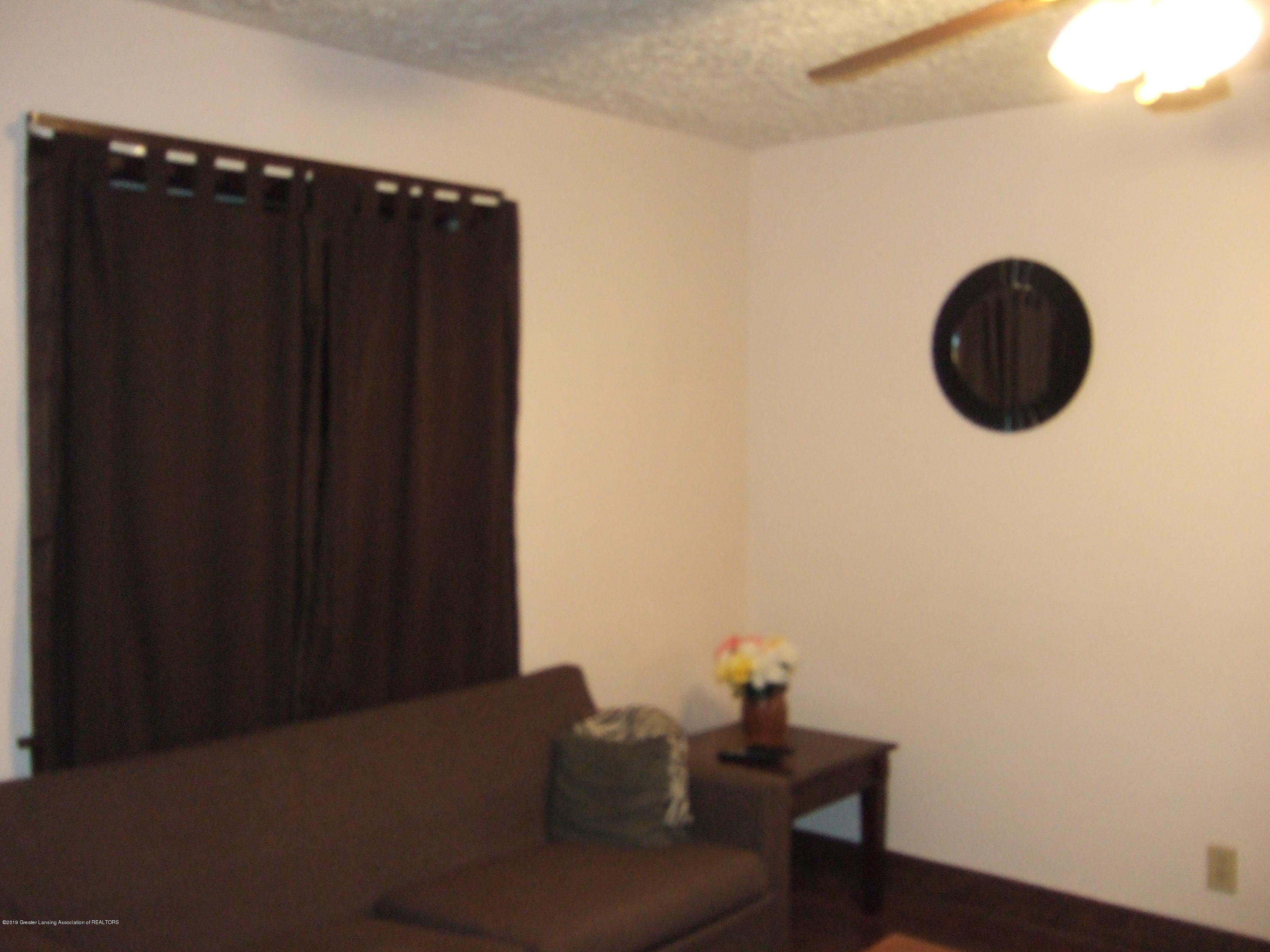 423 W Hillsdale St - Living Roome - 6