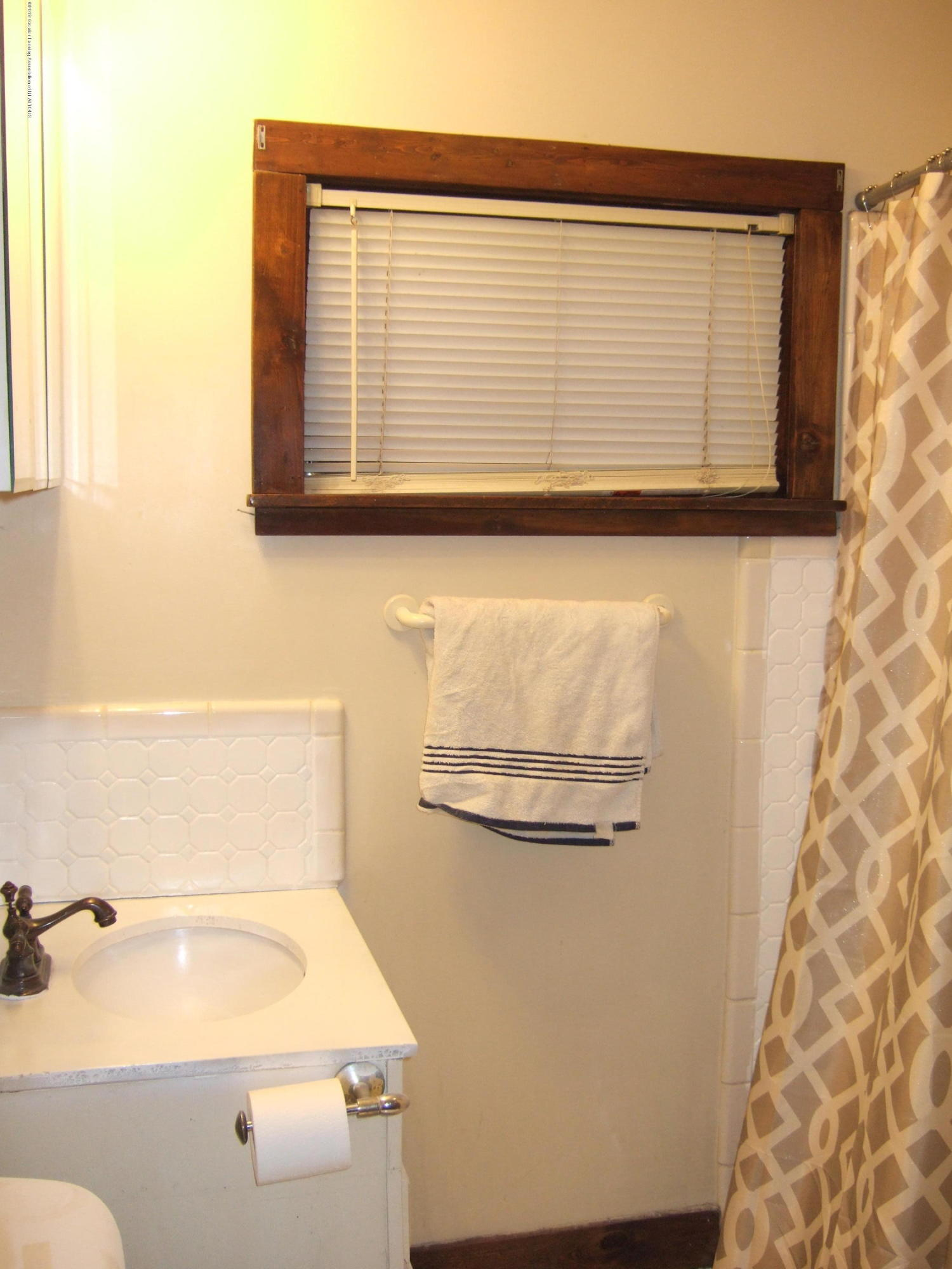 423 W Hillsdale St - 1st Floor Full Bath - 18