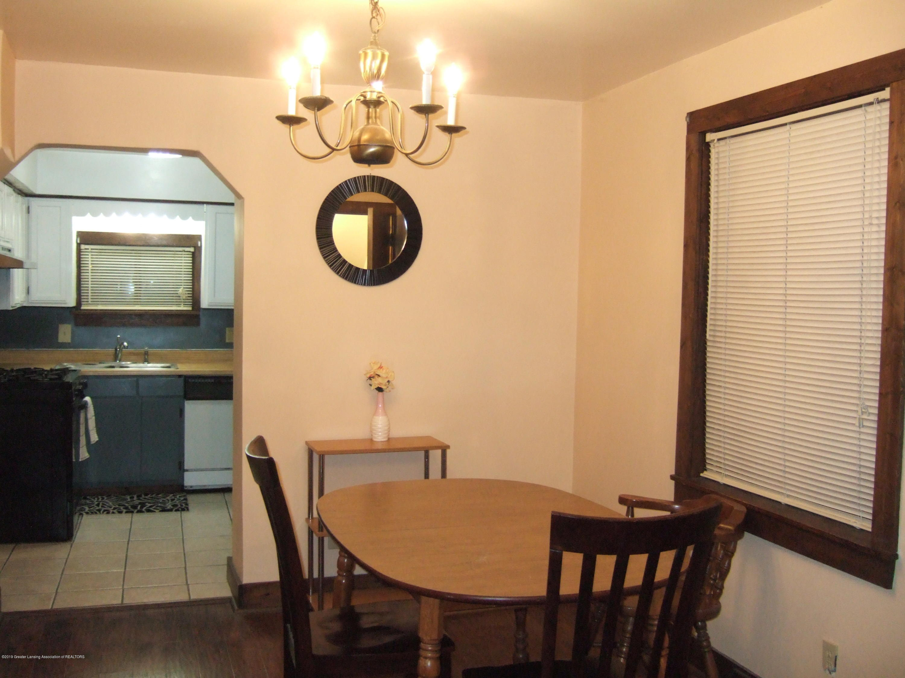 423 W Hillsdale St - Dining Room - 10