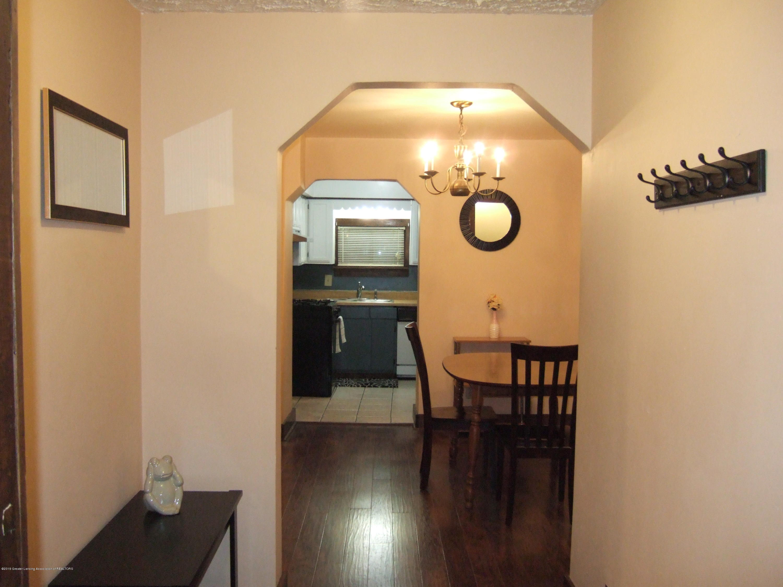 423 W Hillsdale St - Foyer - 8