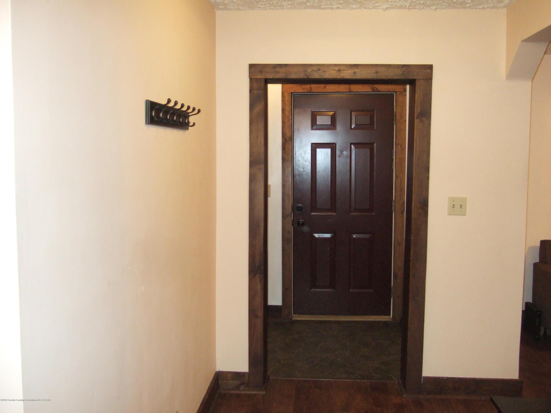 423 W Hillsdale St - Foyer - 19
