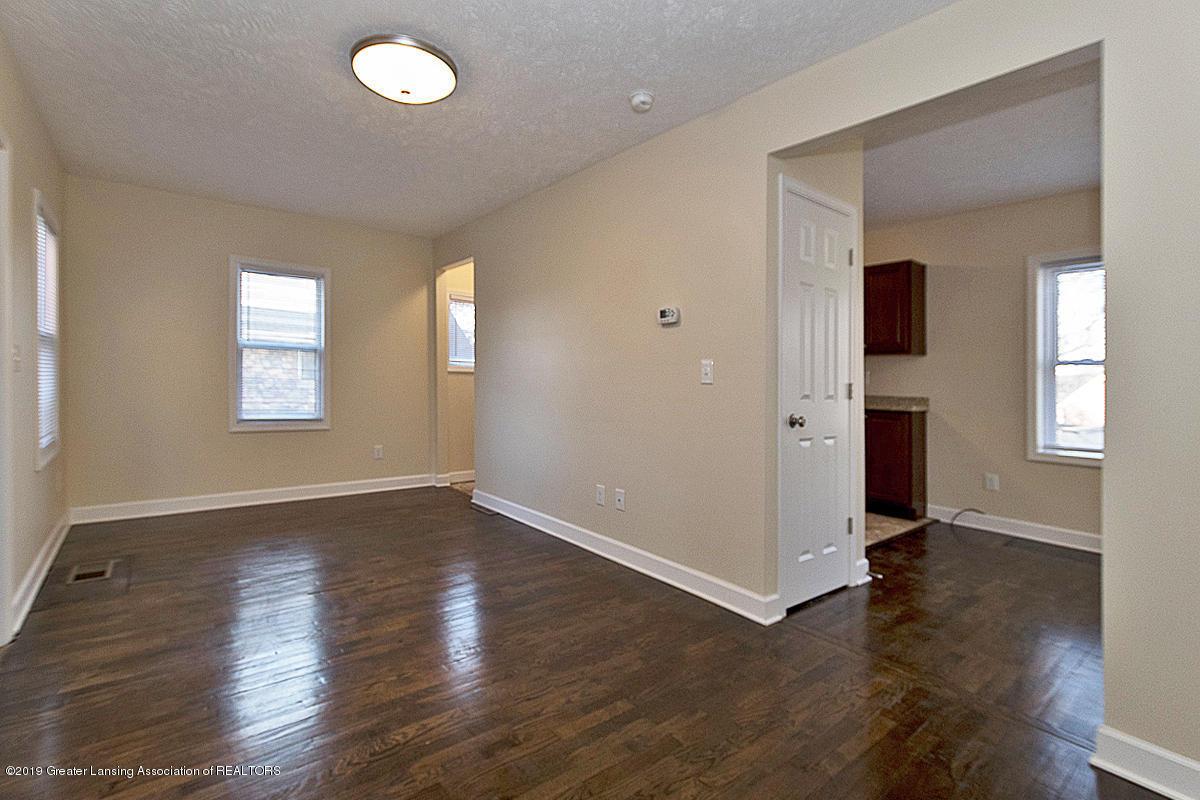 2709 W Washtenaw St - LIVING ROOM - 23