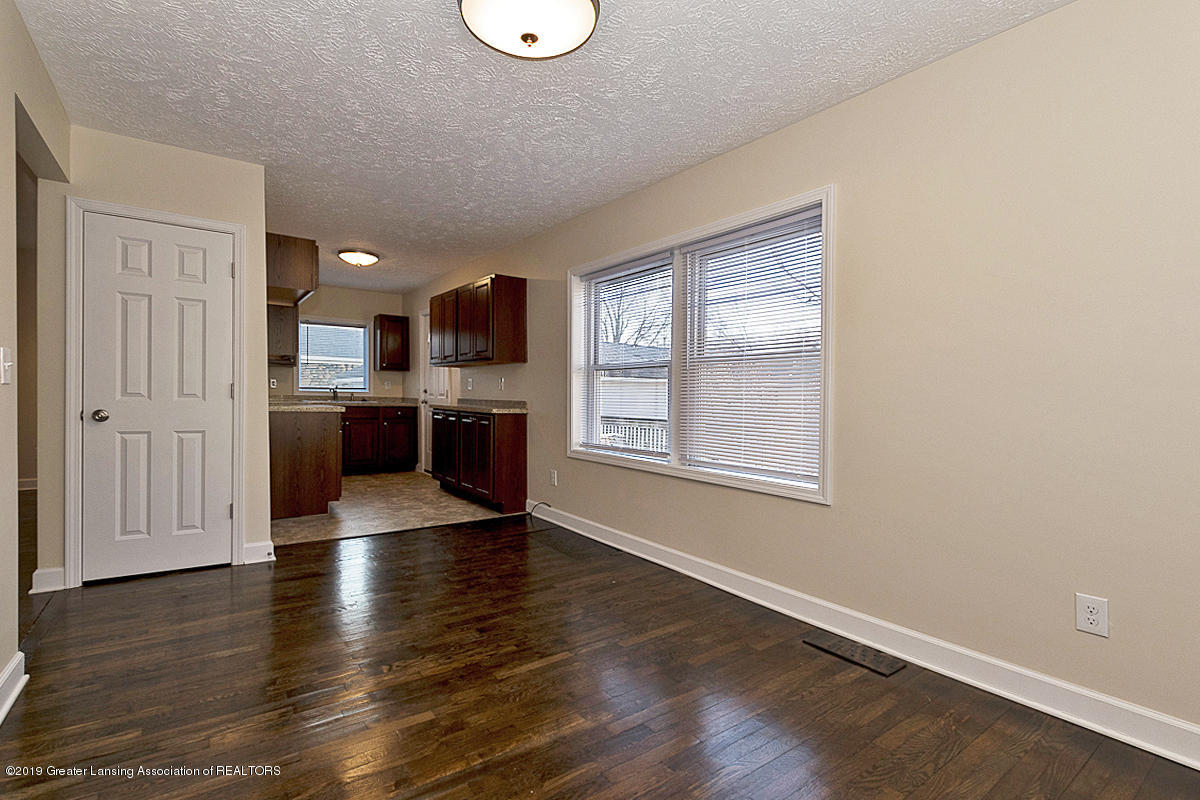 2709 W Washtenaw St - DINING AND KITCHEN SPACE - 9