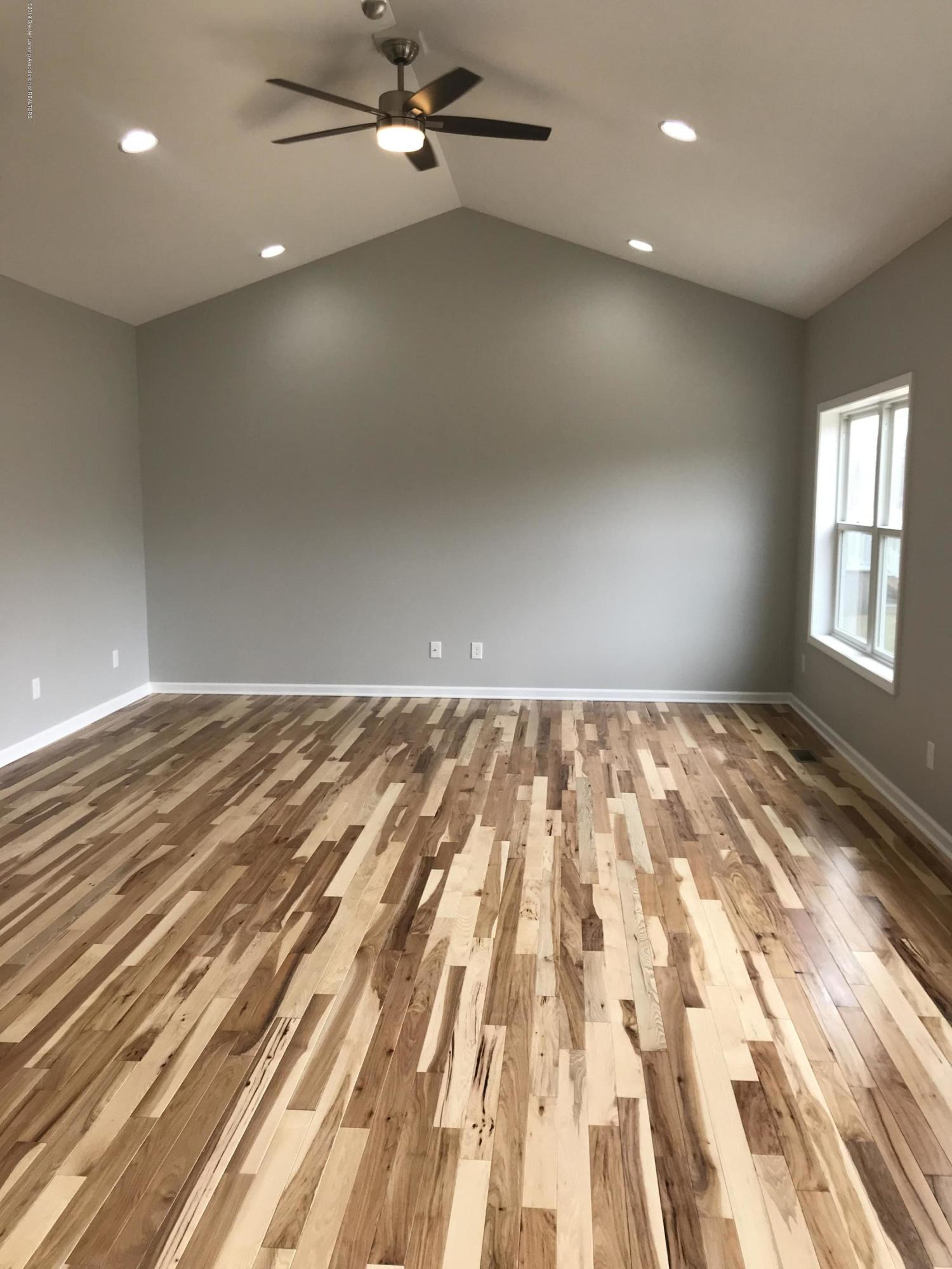 1391 Jackson Dr - Living Room - 11