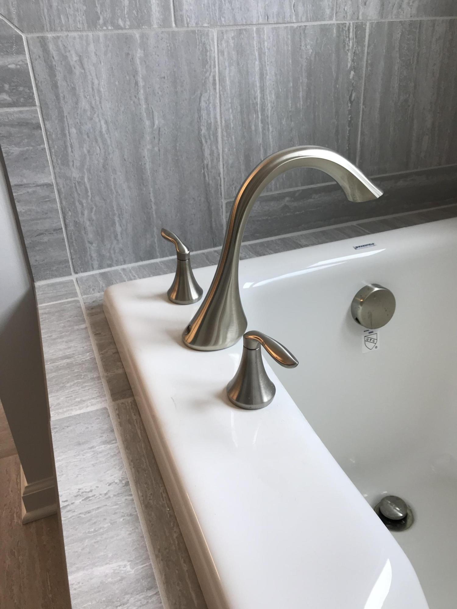 1391 Jackson Dr - Bathroom - 13