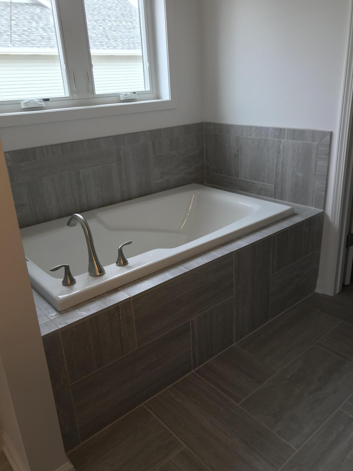 1391 Jackson Dr - Bathroom - 14